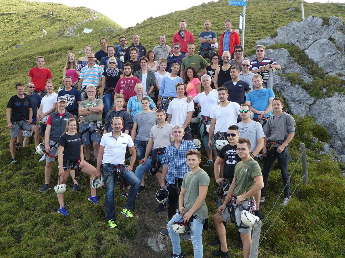 Kletterausrüstung Zürich : Neue rundschau waghalsige kletter kunstaktion in zürich mit